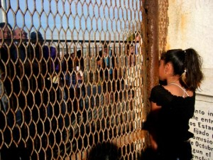 Photo courtesy of: Mariana Martinez  Link to my jpg http://laprensa-sandiego.org/featured/a-sad-but-hopeful-binational-posada/